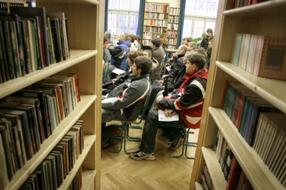 Diskusija o izdelkih za pomoč pri samostojnem gibanju gibalno oviranih oseb