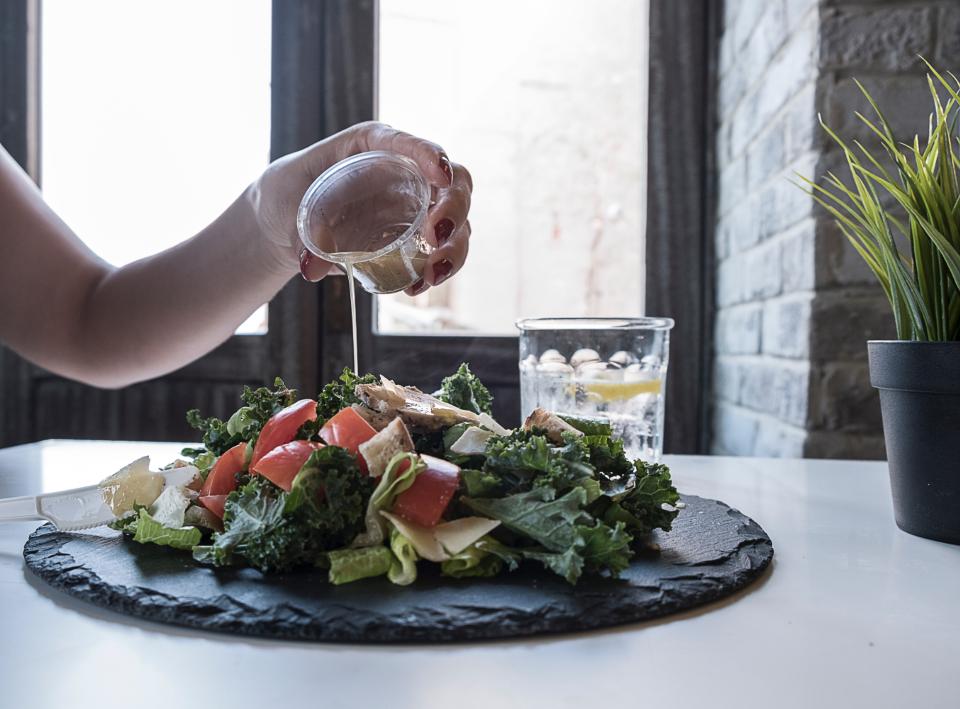 Krožnik z mešano solato
