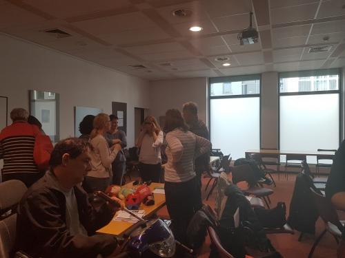 Udeleženci spoznavajo okvare vida preko simulacijskih očal