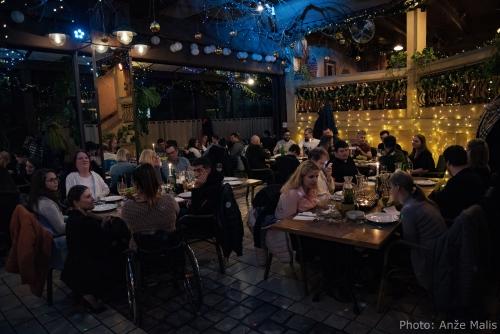 Mize z udeleženci novoletne večerje