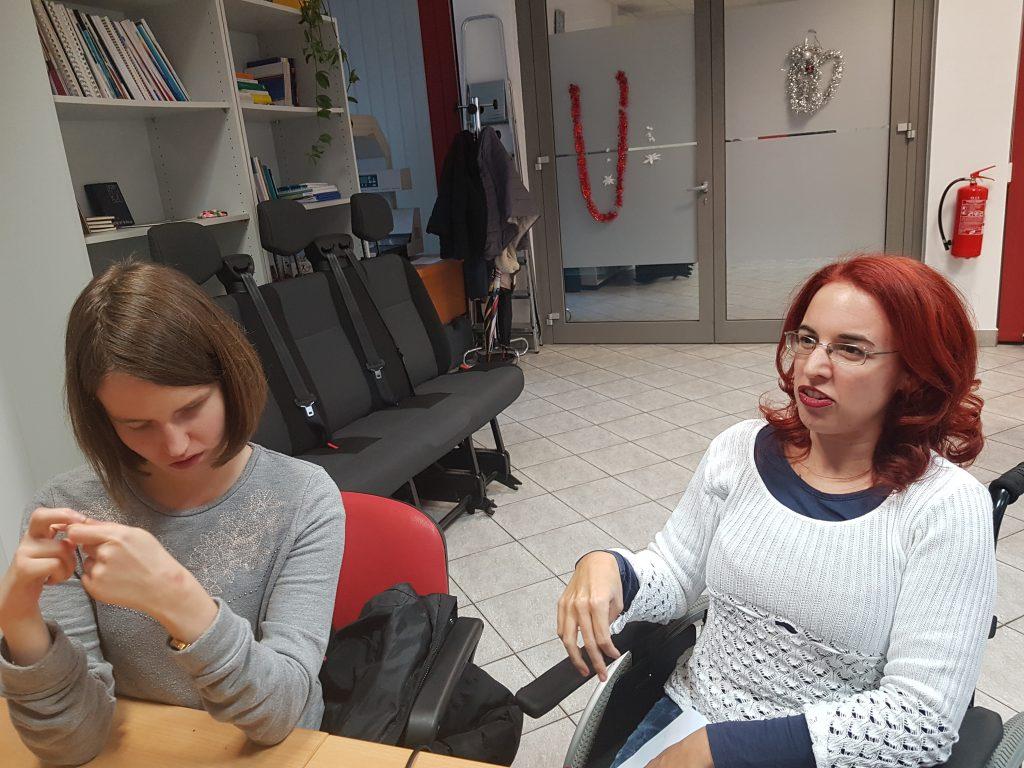 Maša in Kim vodita debato o knjigi