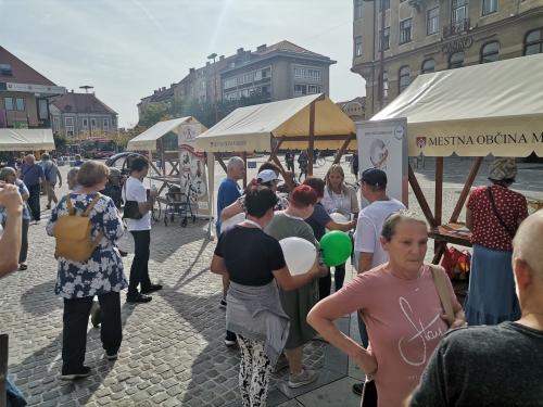 Stojnice društev, ki so se predstavljala na Glavnem trgu